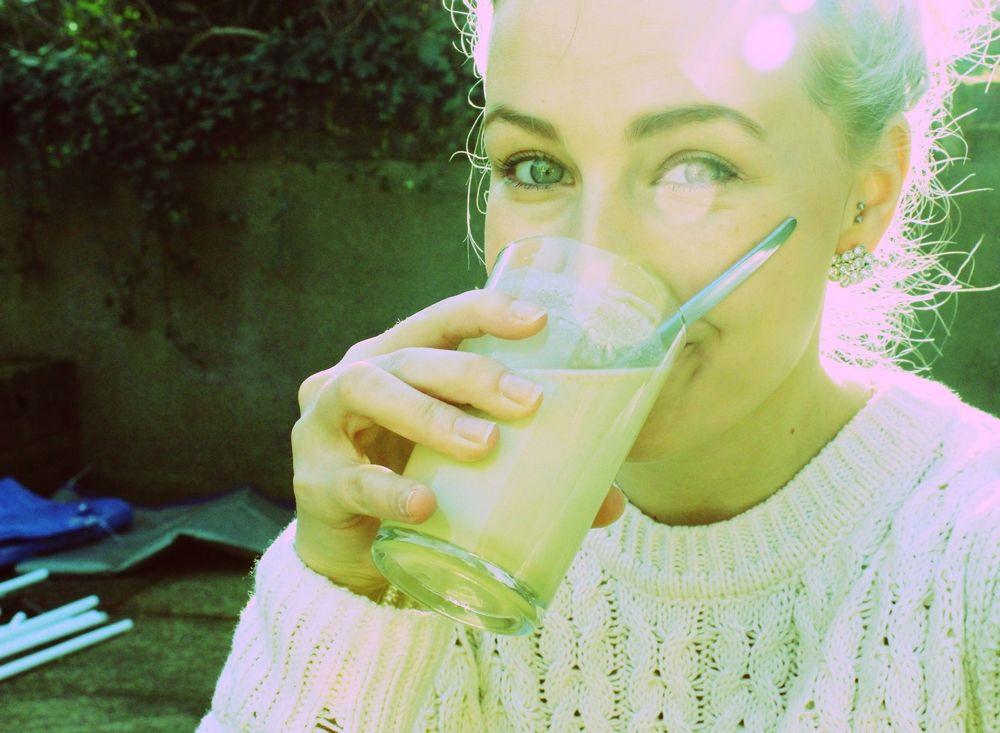 kobieta_drink_almased