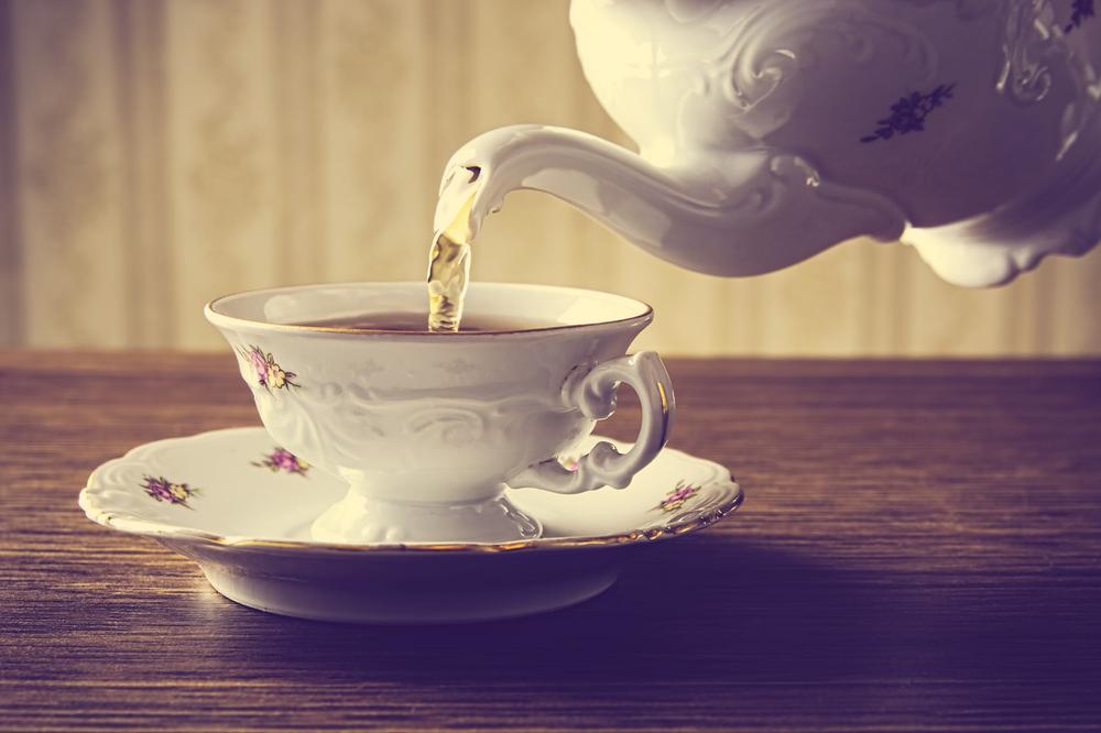 Kiedy z cytryną, a kiedy z mlekiem? Herbaciany savoir – vivre
